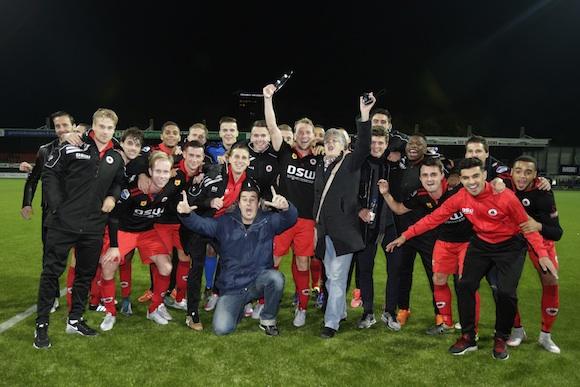 Rotterdam - Nederland Woudestein - Excelsior - Sparta - RET Cup - Excelsior is blij en Rick Kruijs heeft de schaal vast  - foto Carla Vos/Cor Vos © 2015